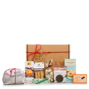 Christmas hamper with Italian chocolate, biscuits and sweets