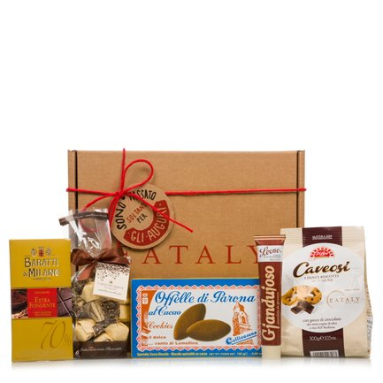 Christmas food hamper with Italian sweet treats