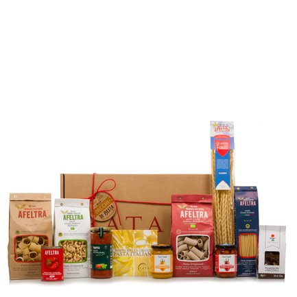 Christmas hamper with Italian pasta